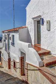 Renovated 2-bed village house in Corumbela