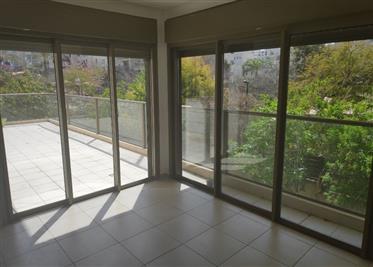 Amazing 4Br, 3Bt apartment, 135Sqm+25Sqm sun terrace
