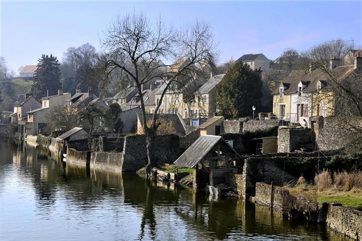 Maisons dans le village de Fresnay-sur-Sarthe