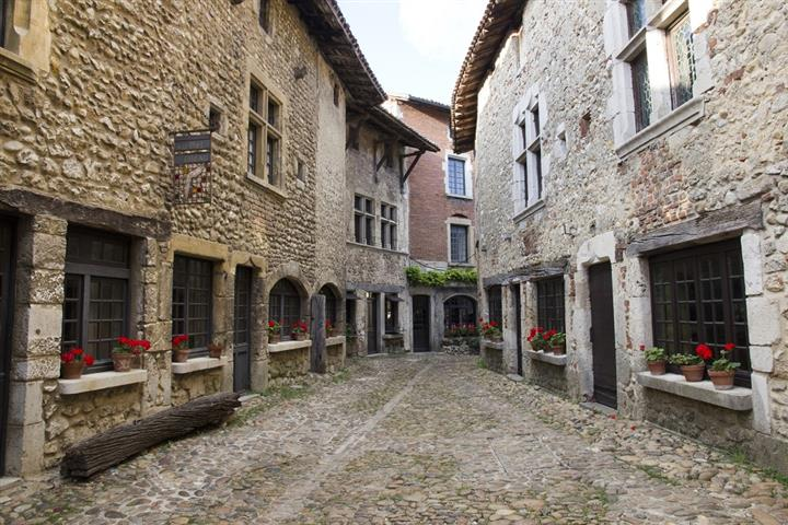 One of the lanes in Pérouges
